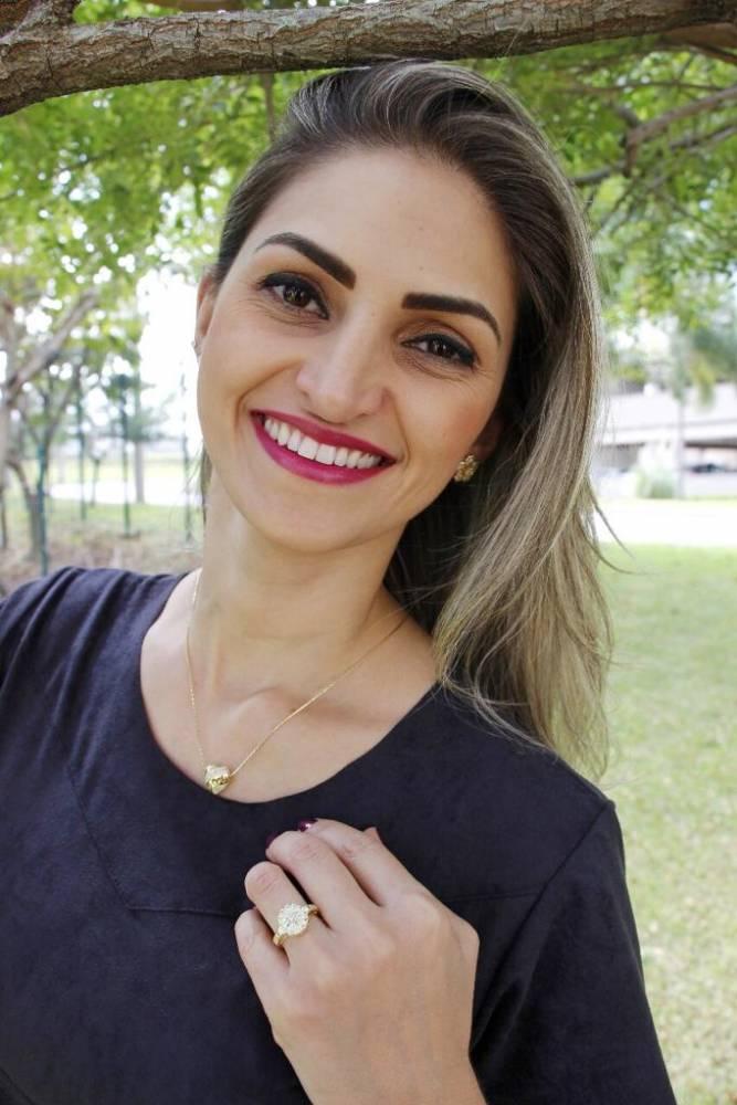 Anel Flor Trabalhado em Zircônia Folheado a Ouro 18K