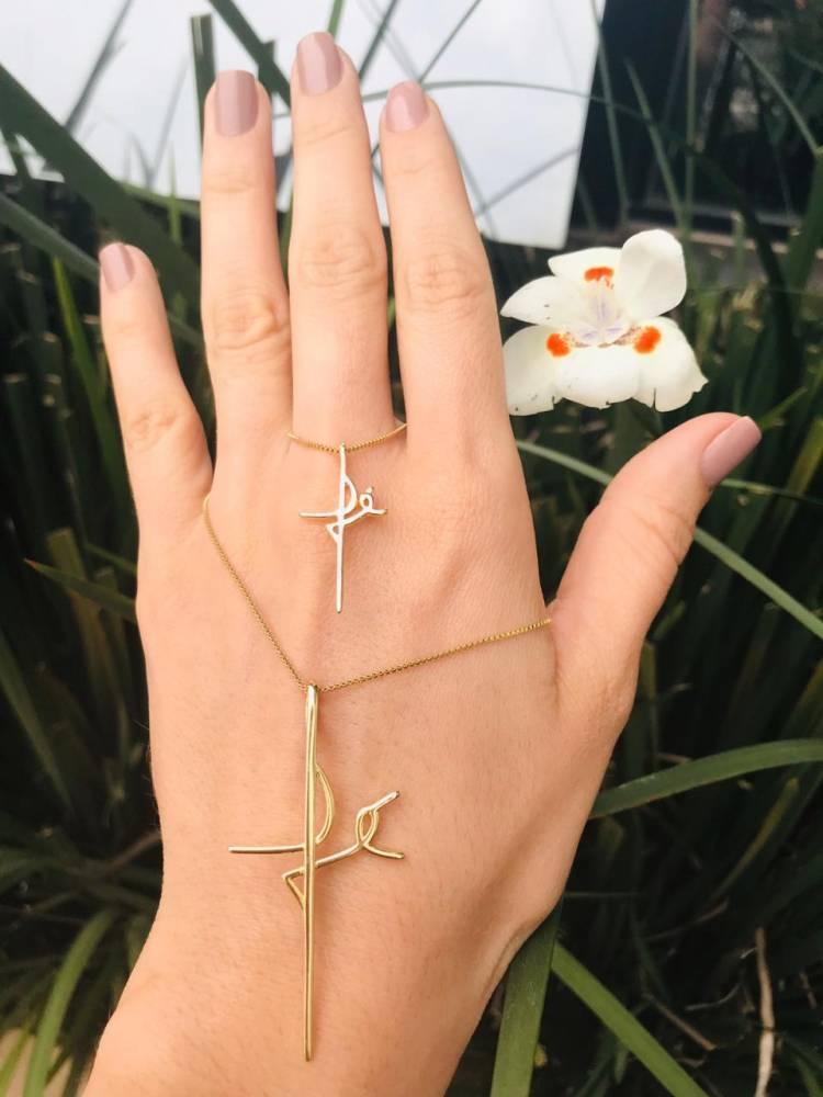 Colar Fé em Formato de Crucifixo Pequeno Folheado a Ouro 18K