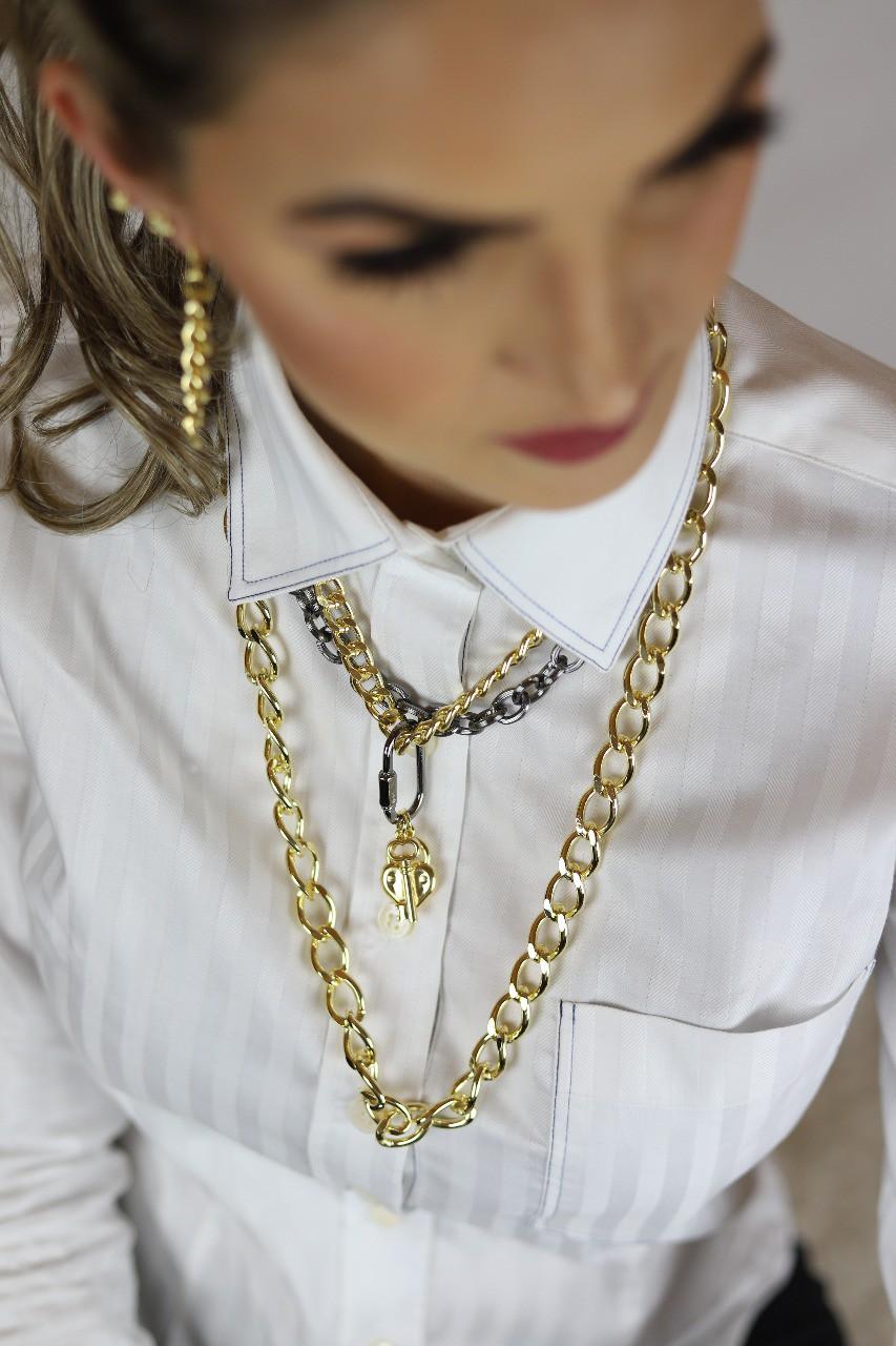 Colar maxi elos chave e cadeado com detalhe em grafite folheado a ouro 18K