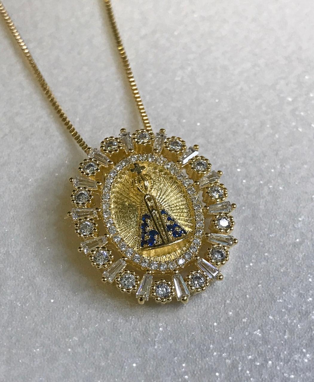 Colar Nossa Senhora Aparecida com mini zircônias folheado a ouro 18K