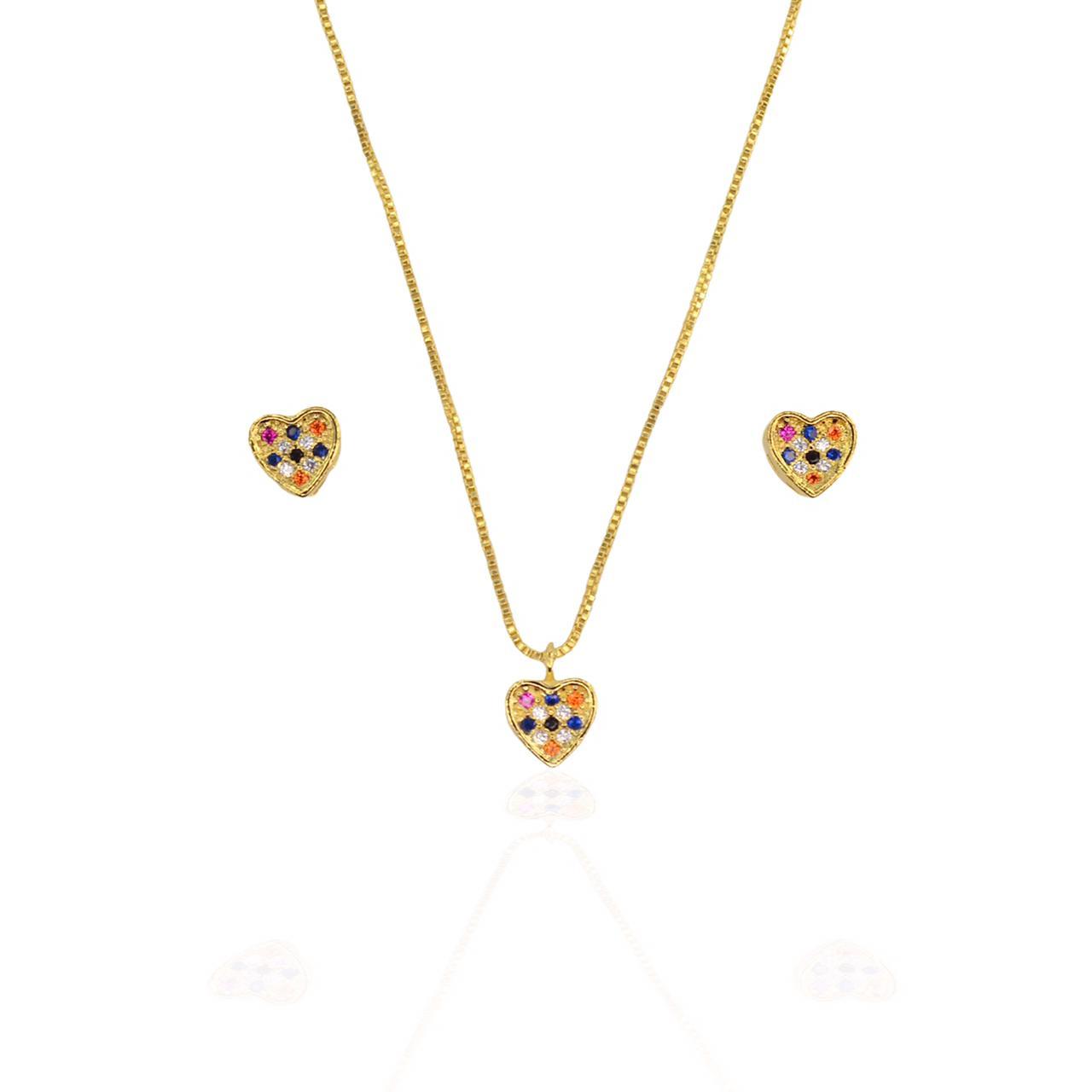 Conjunto colar e brinco coração com mini zircônias coloridas foleado a ouro 18K