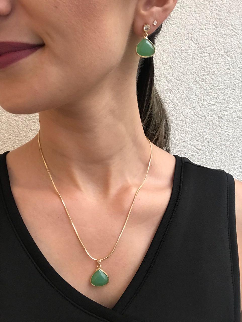 Conjunto Colar e Brinco Gota com Pedra Verde Folheado a Ouro 18K