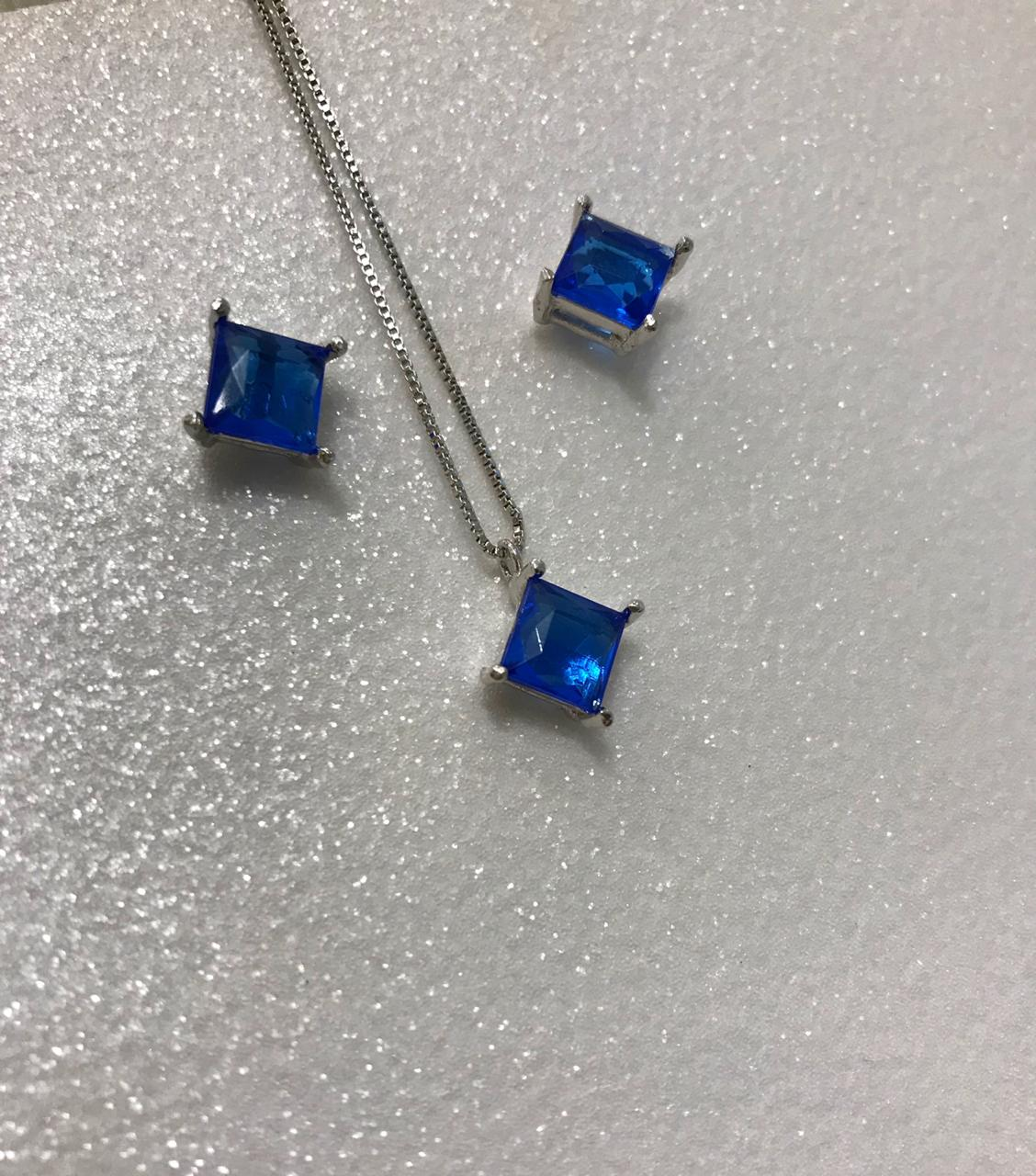 Conjunto Colar e Brinco Losango com Cristal Azul Folheado em Ródio Branco