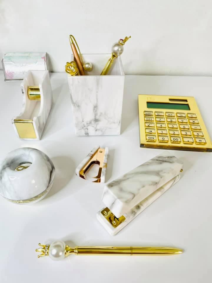 Porta canetas mármore dourado