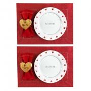 Box Mesa Posta c/ 8 Peças, 2 Pratos Rasos em Porcelana + Roupa de Mesa, Coleção Exclusiva PS I Love You