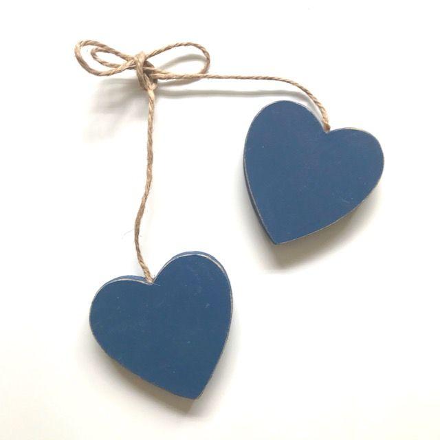 Corações Azuis no cordão, em madeira,4,5 cm