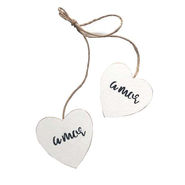 Corações Branco no cordão escrita Amor