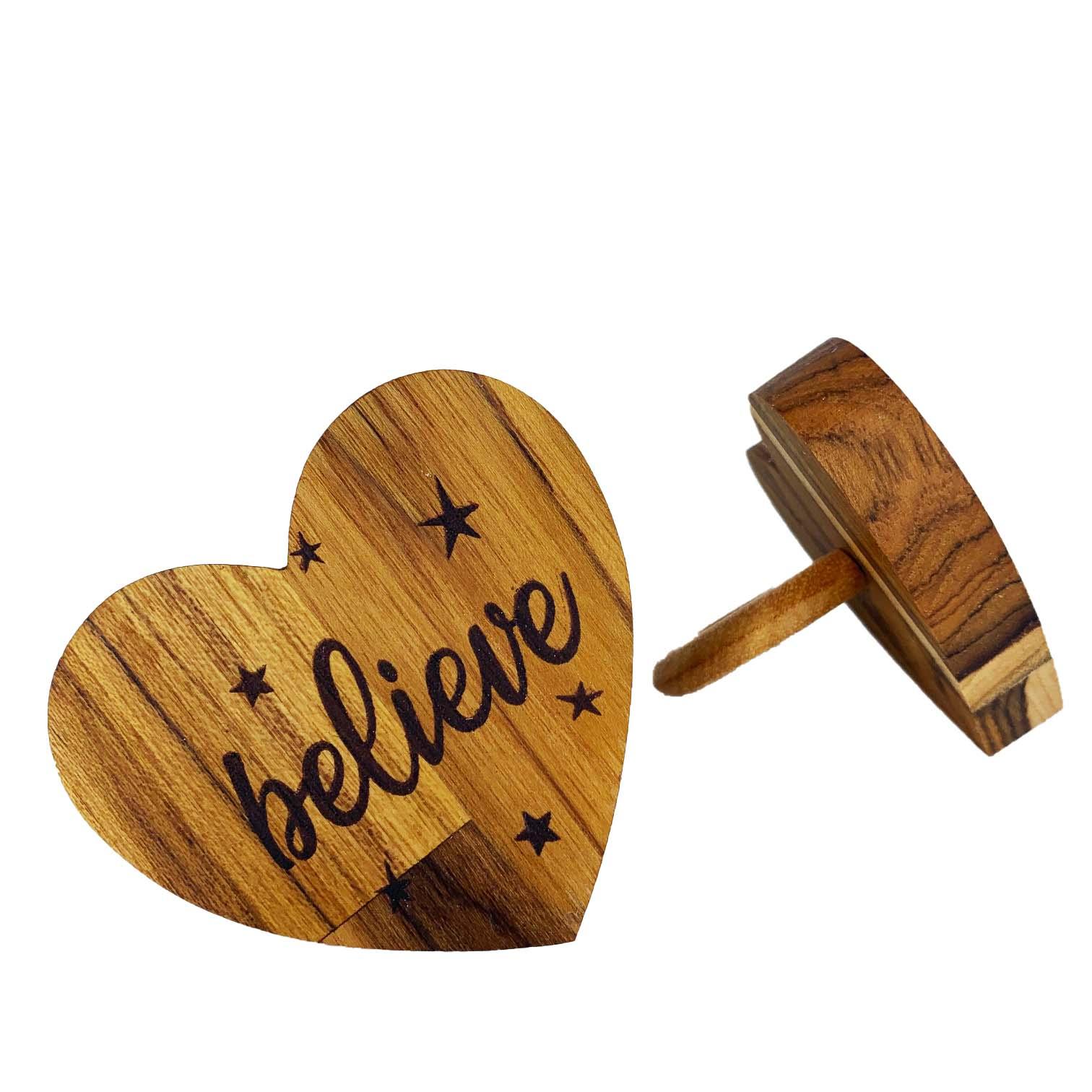 Jogo c/2 Argolas em Madeira Teca escrita Believe, 7 cm