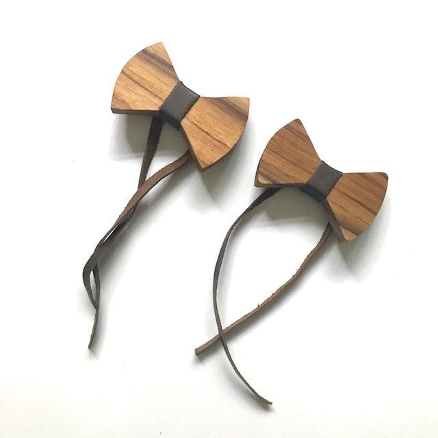 Jogo com 2 Gravatinhas/Lacinhos Para Guardanapos c/ Couro Castanho