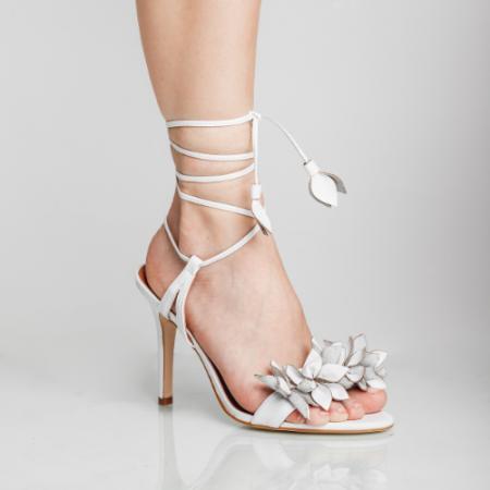 Sandália Flores Salto Fino Amarração Veneto White