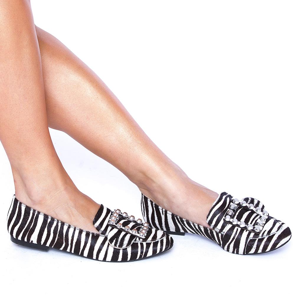 Mocassim com Aplicações Prata Couro Pelo Zebra