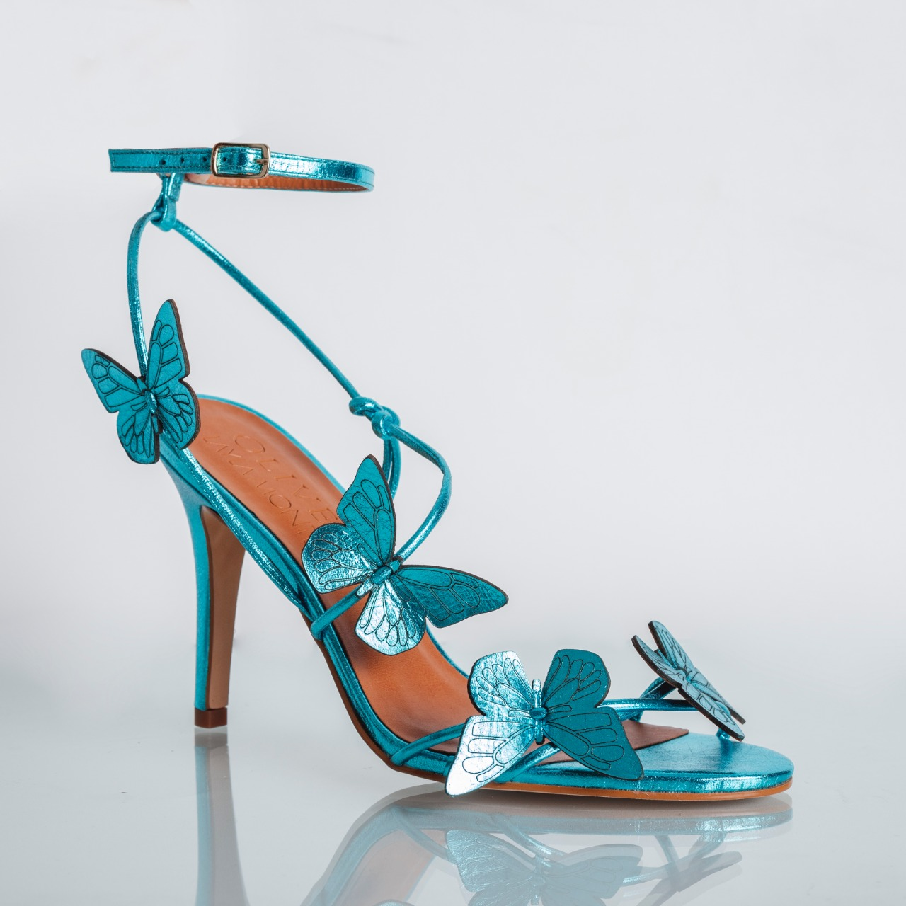 Sandália Borboletas Couro Cristal Azul Céu