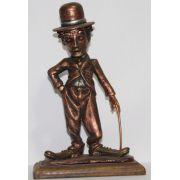 Estátua Charles Chaplin - Resina Artesanal - Base madeira