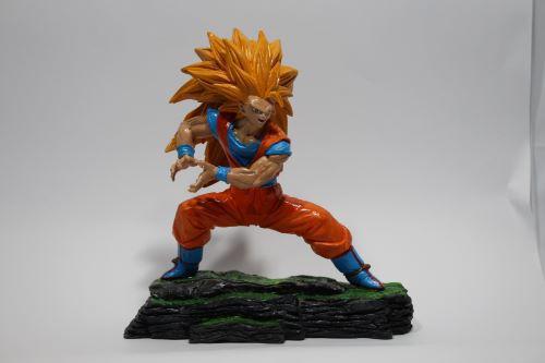 Boneco Dragon Ball Z - Goku Sayajin - Resina Artesanal