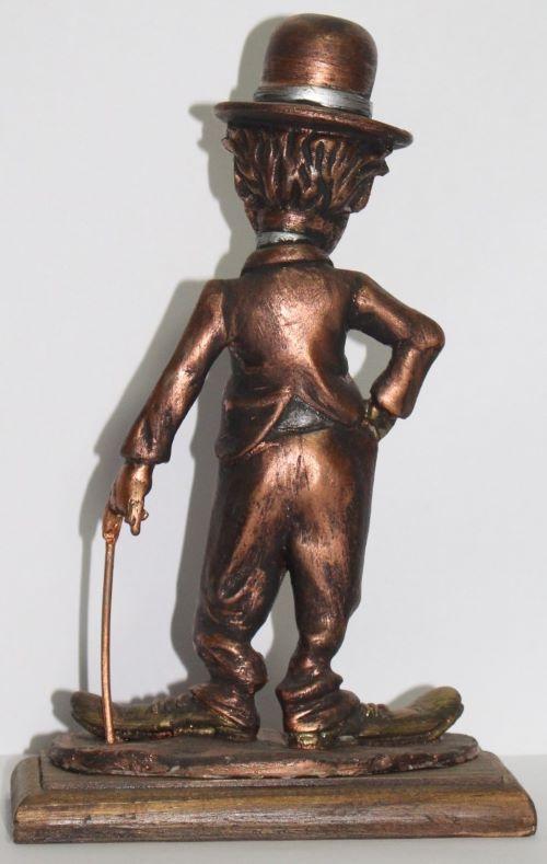 Estátua Charles Chaplin - Resina Artesanal - Base madeira  - Onda do Pet
