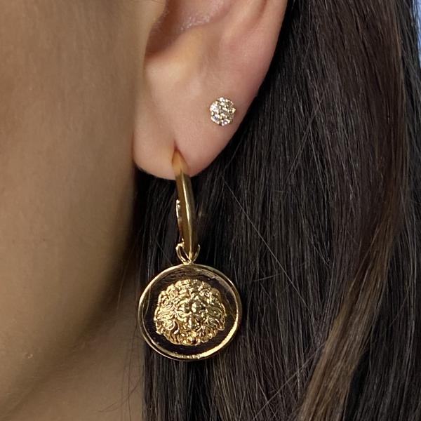 Meia Argola Medusa Coin, folheado em ouro 18k.