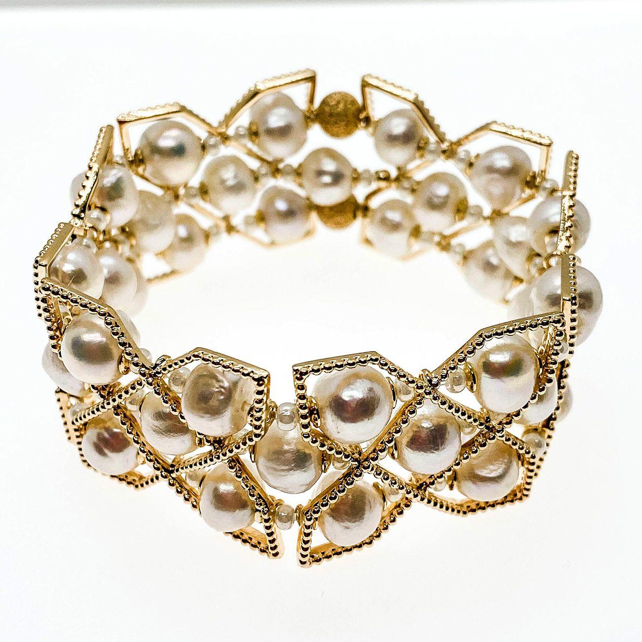 Bracelete Paris Pérolas Barrocas Naturais, folheado no ouro 18k.
