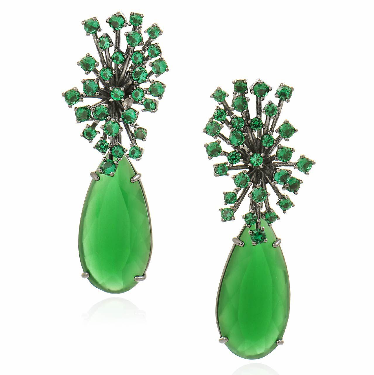 Brinco Afrodite gota em jade verde, folheado no ródio negro.