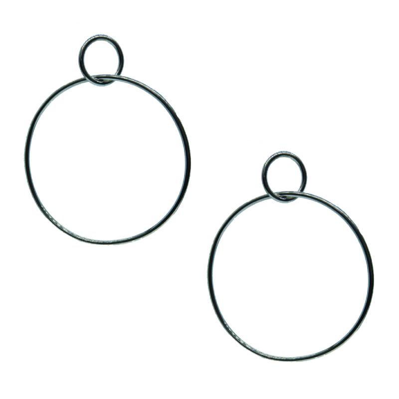 Brinco Circle , folheado em ródio branco.