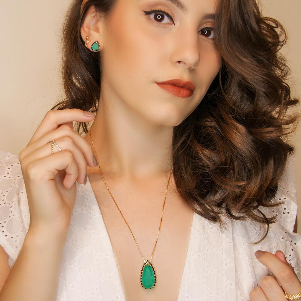Conjunto Mayka, gota jade verde e onix, folheado no ouro 18k.