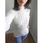 Suéter em tricô clarinho