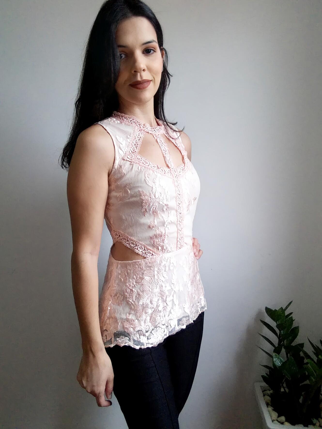 Blusa bordada rosa ou azul