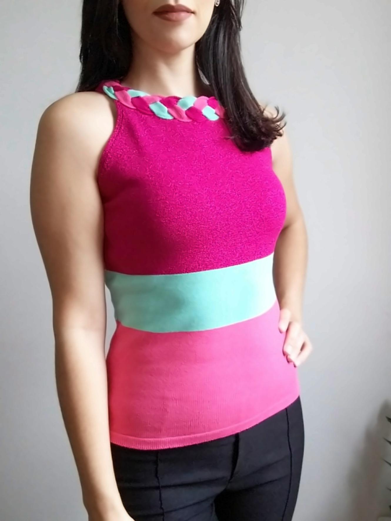 Blusa em tricô colorida