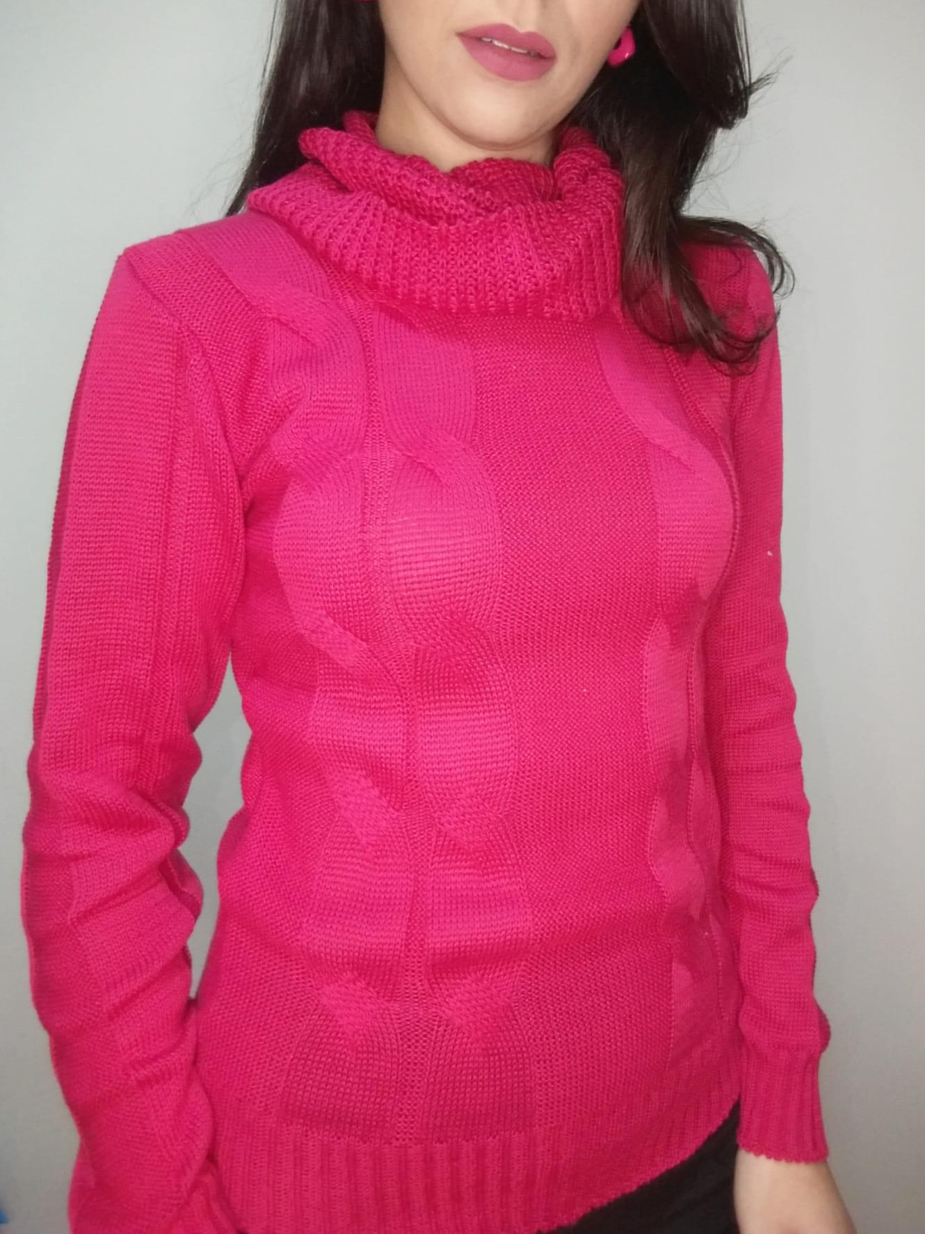 Blusa tricô gola azul, pink e preto