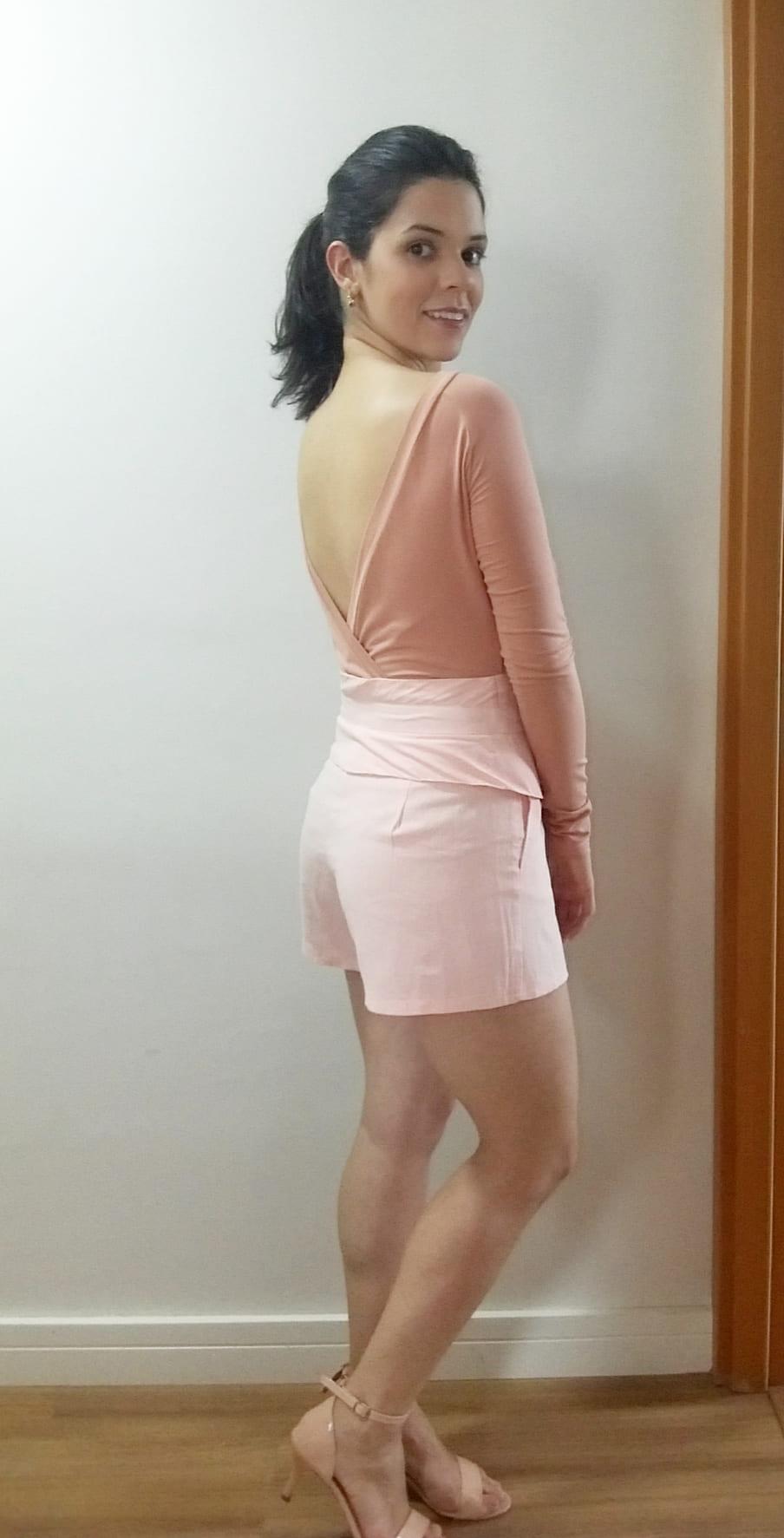 Body feminino com decote nas costas