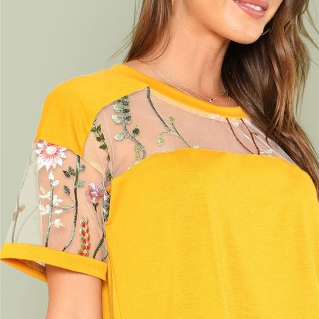 Camiseta mostarda com bordado