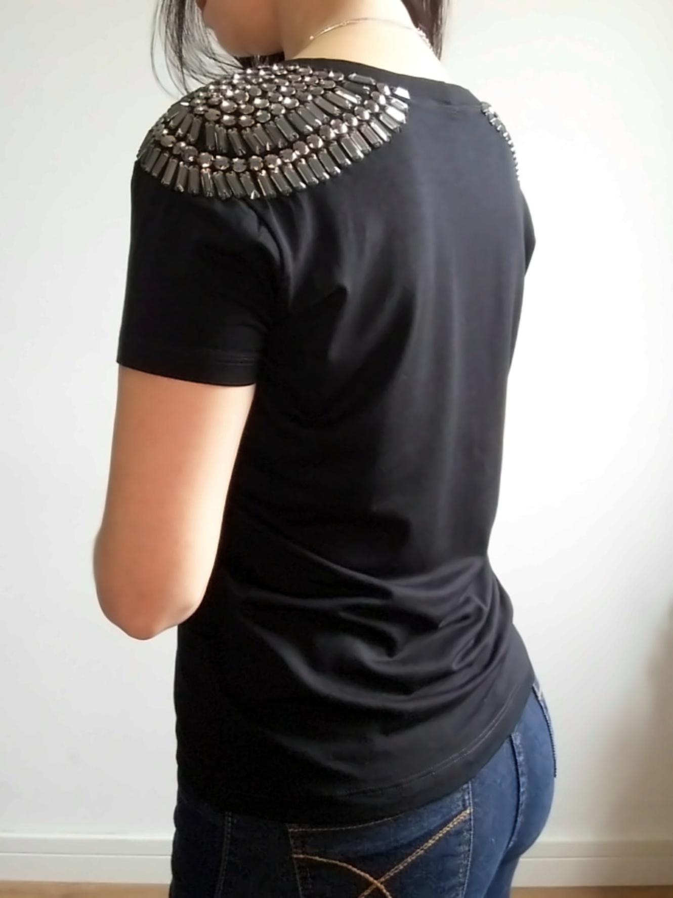 Camiseta preta bordada