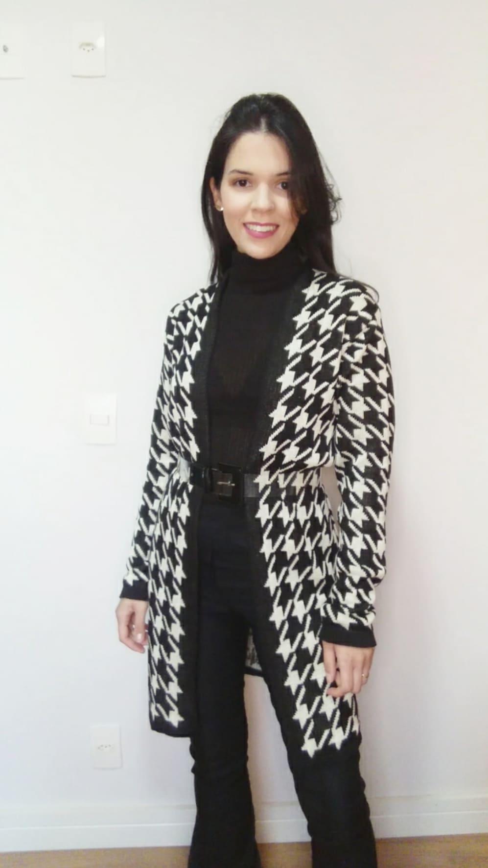 Cardigan preto e branco em tricô