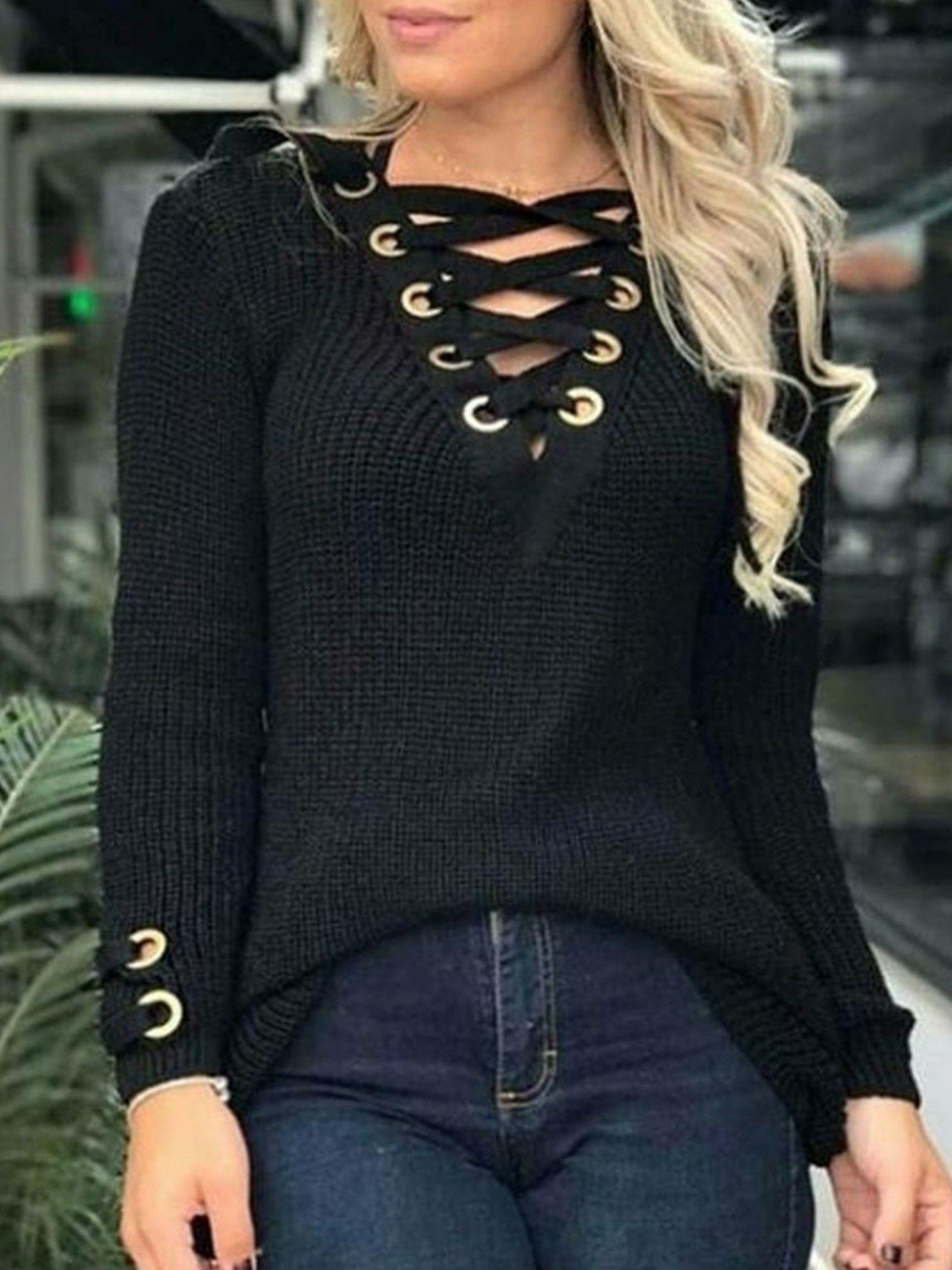 Suéter em tricot ilhós