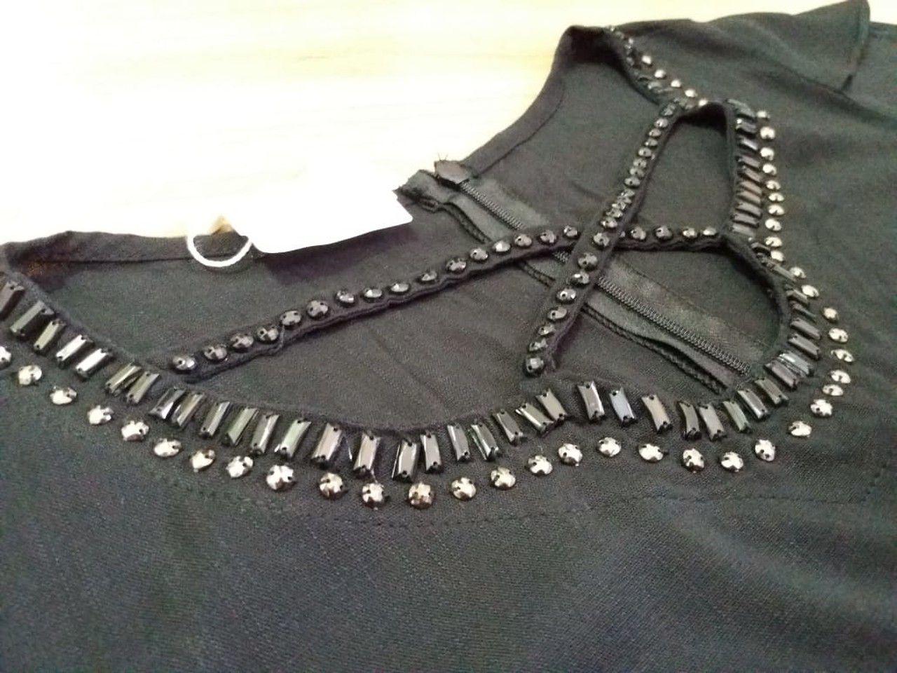 Vestido preto bordado