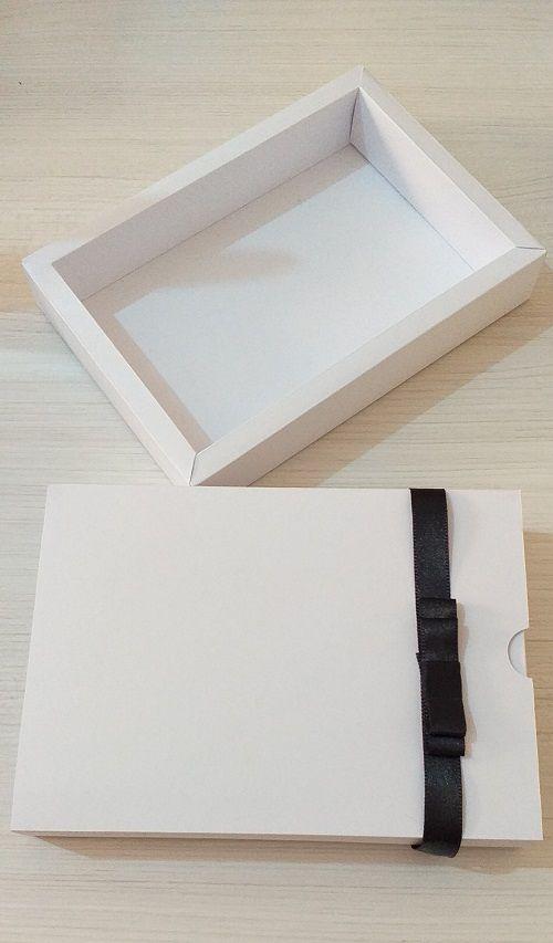 Caixa para fotos 10 x 15cm de kraft ou offset, laço channel personalizada (MINIMO 10 PEÇAS)  - Premiere Brindes