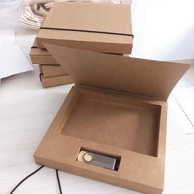 Kit pen drive giratório de madeira + caixa pen drive e foto offset ou kraft personalizados (MINIMO 5 PEÇAS)   - Premiere Brindes