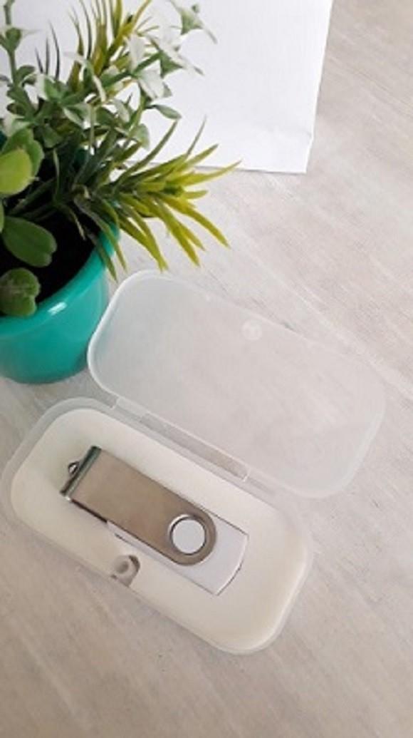Kit pen drive giratório personalizado + case de plástico (MINIMO 10 PEÇAS)  - Premiere Brindes