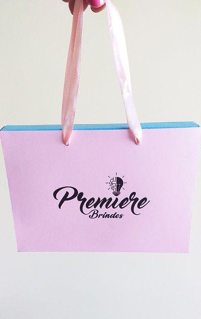Sacola Caixa com alça cetim para foto Personalizada (MINIMO 10 PEÇAS)   - Premiere Brindes