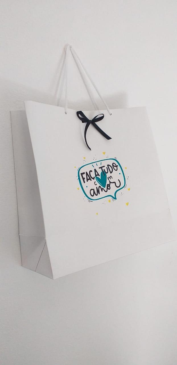 Sacola de papel cartão 240grs personalizada (MINIMO 10 PEÇAS)  - Premiere Brindes