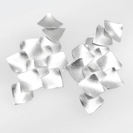 Brinco GC Flor 3D Folheado a Rhodium CR7686BRRH