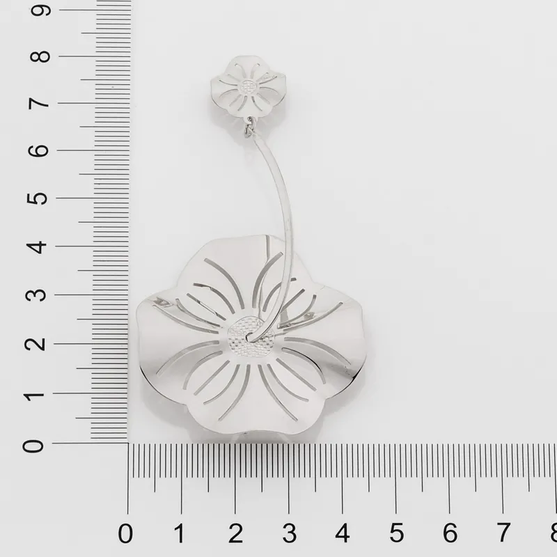 Brinco feminino rommanel 121772 rhodium flor med. 8,2 x 4,30 cm