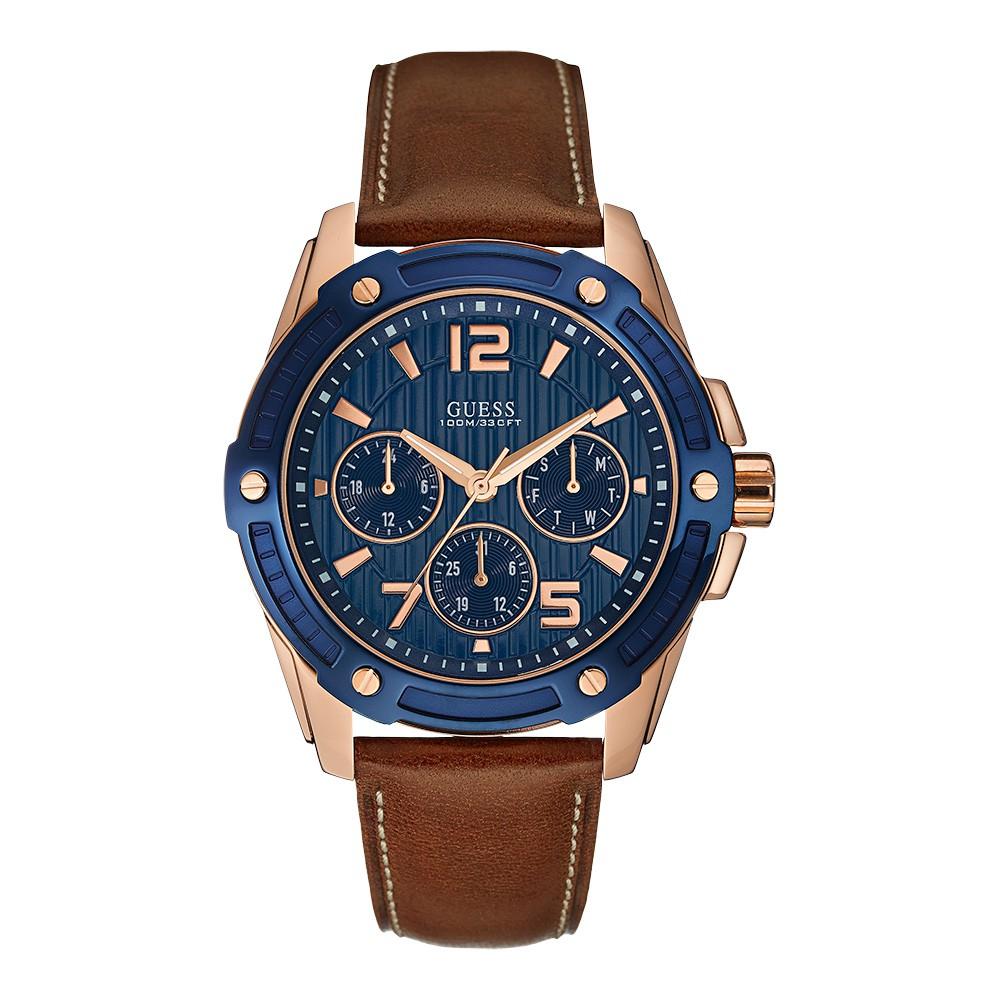 Relógio Masculino Guess Watches Pulseira de Couro Marrom Fundo Azul