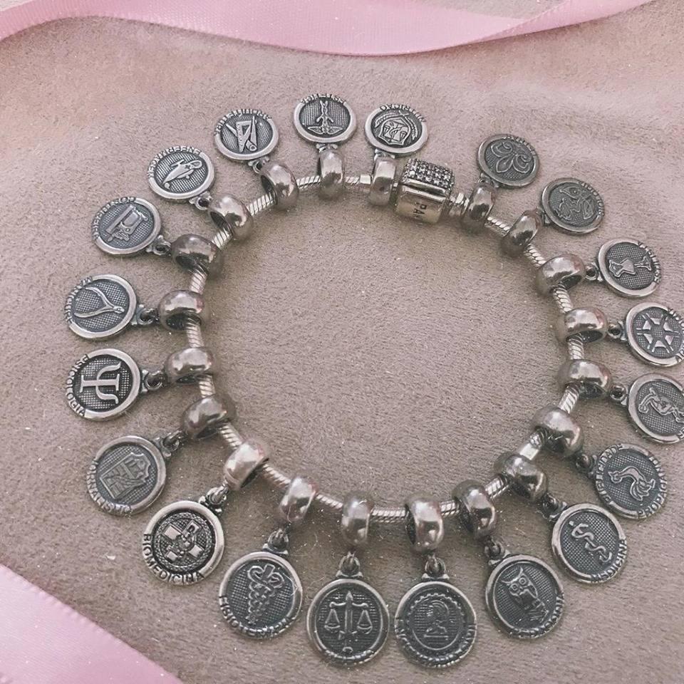 Berloque Medalha Letras Prata 925