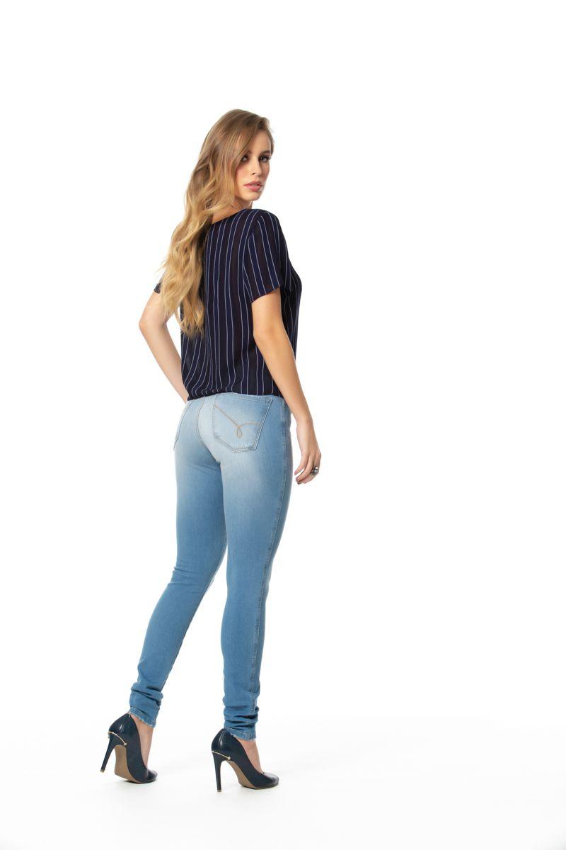 calça jeans skinny com elastano cós médio