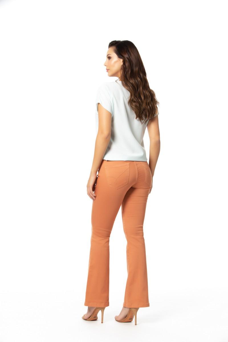 calça sarja flare cropped com elastano cós médio Gatos e Atos