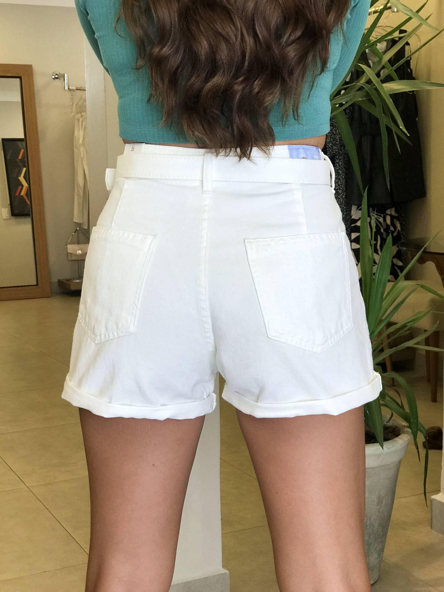 Shorts com Cinto