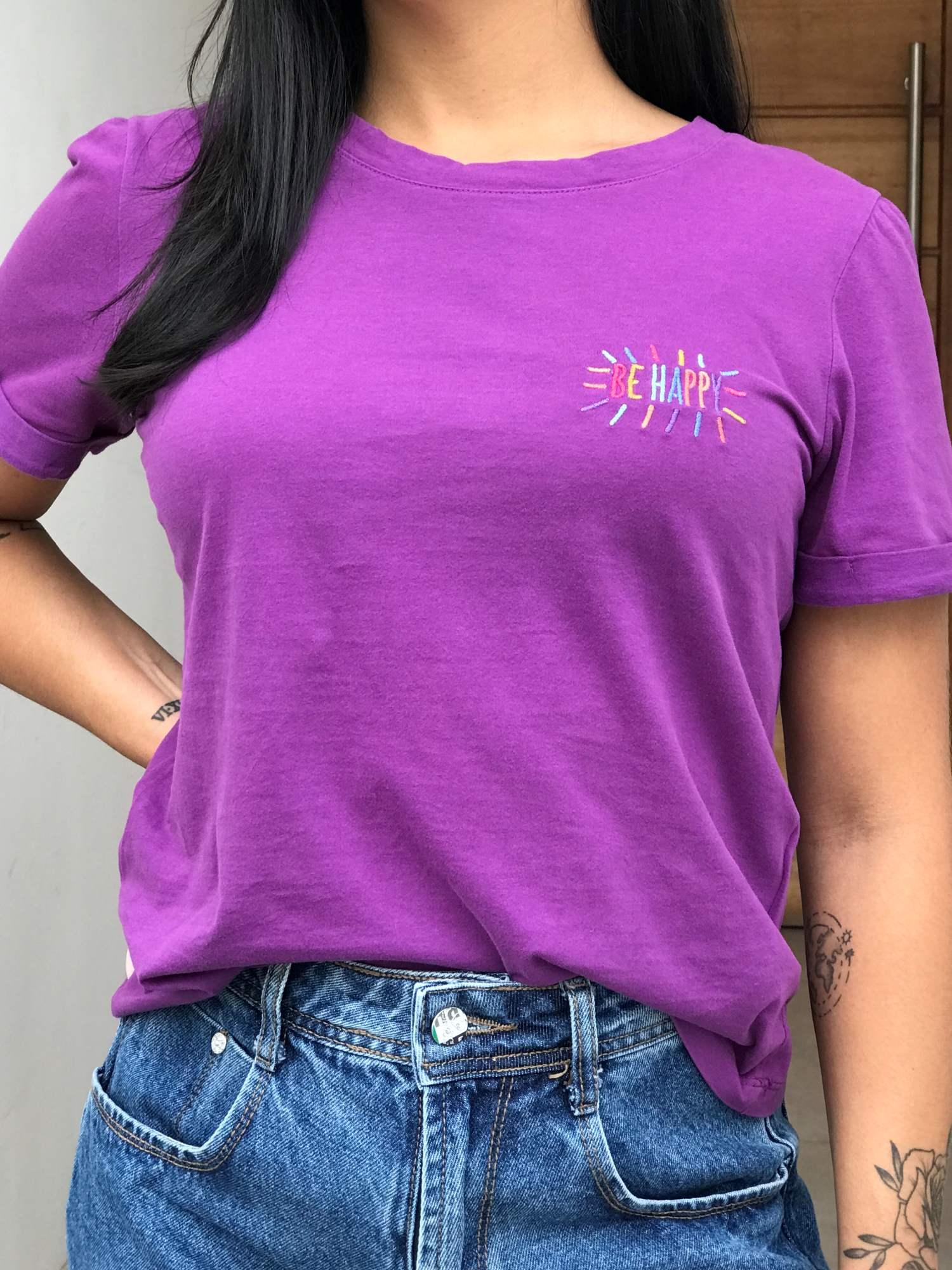 T-Shirt Bordada Be Happy
