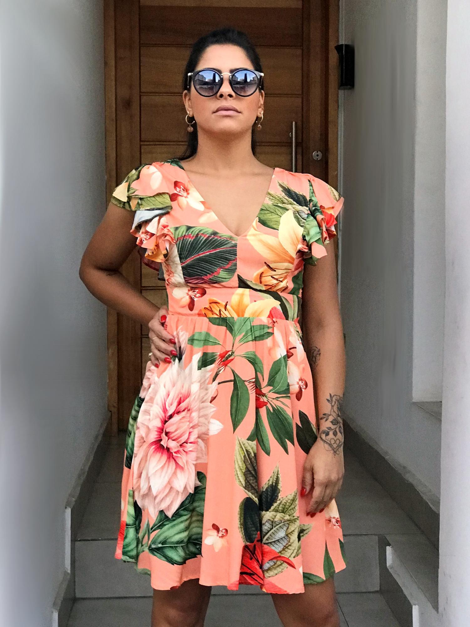 Vestido Curto Floral Babados
