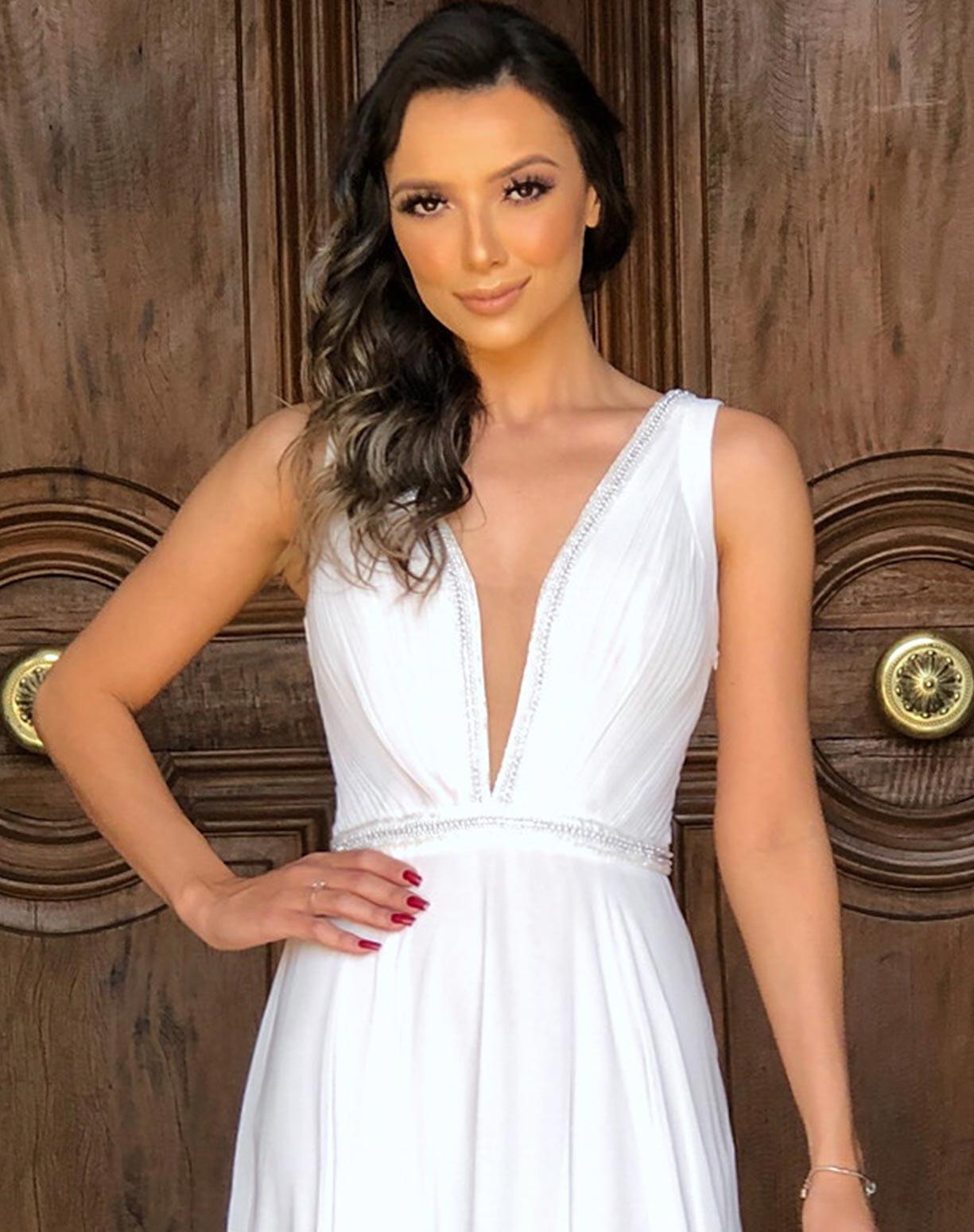 Vestido Branco com Bordados e Transparências