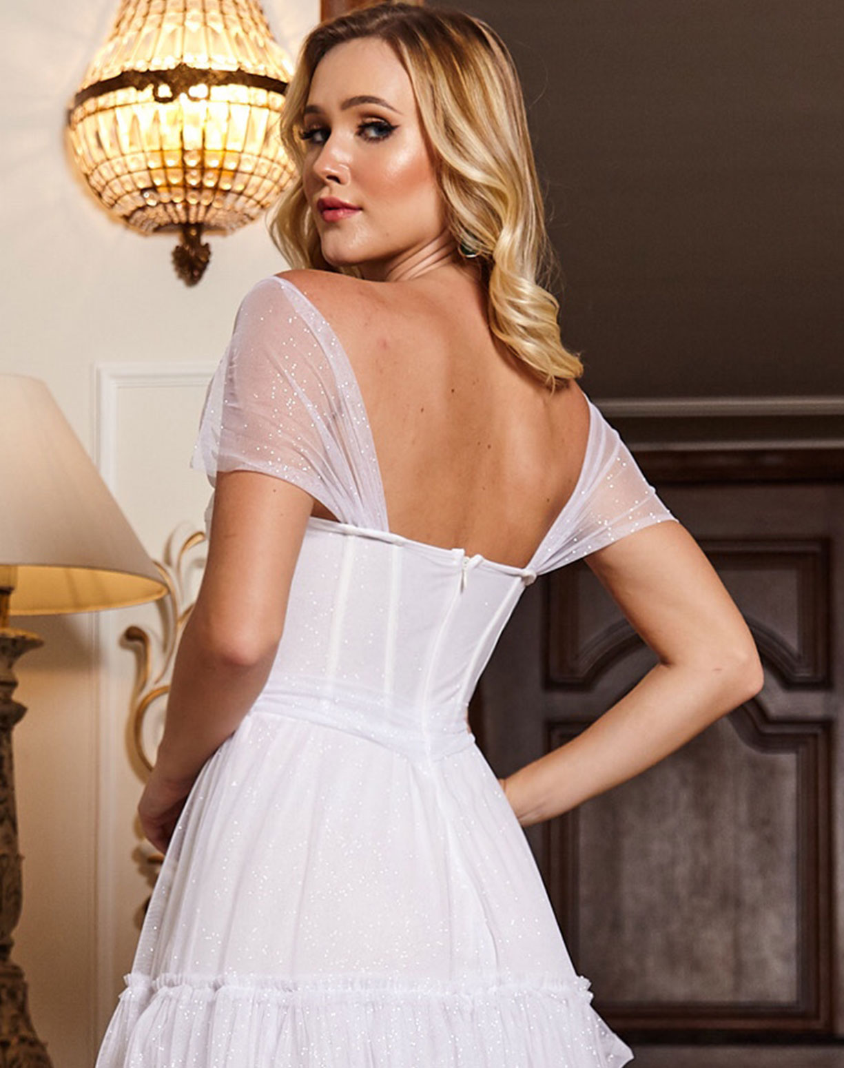 Vestido Branco com Corpete em Tule,  Manga Ombro a Ombro e Saia em Camadas